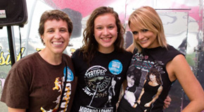 Miranda Lambert with Kevin Ruth's wife and daughter